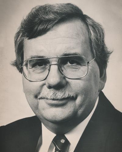Dr Brian Hennen