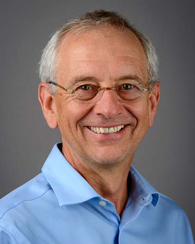 Dr. David Snadden, recipient of the Prix Calvin L. Gutkin/Dr David Snadden, récipiendaire du Prix Calvin L. Gutkin